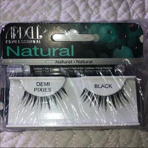 4 pairs Brand new Ardell eyelashes 🦋